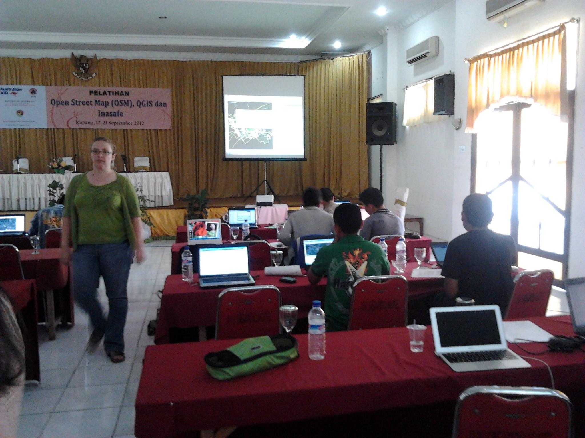 Suasana Digitasi dan Editing Data saat Training