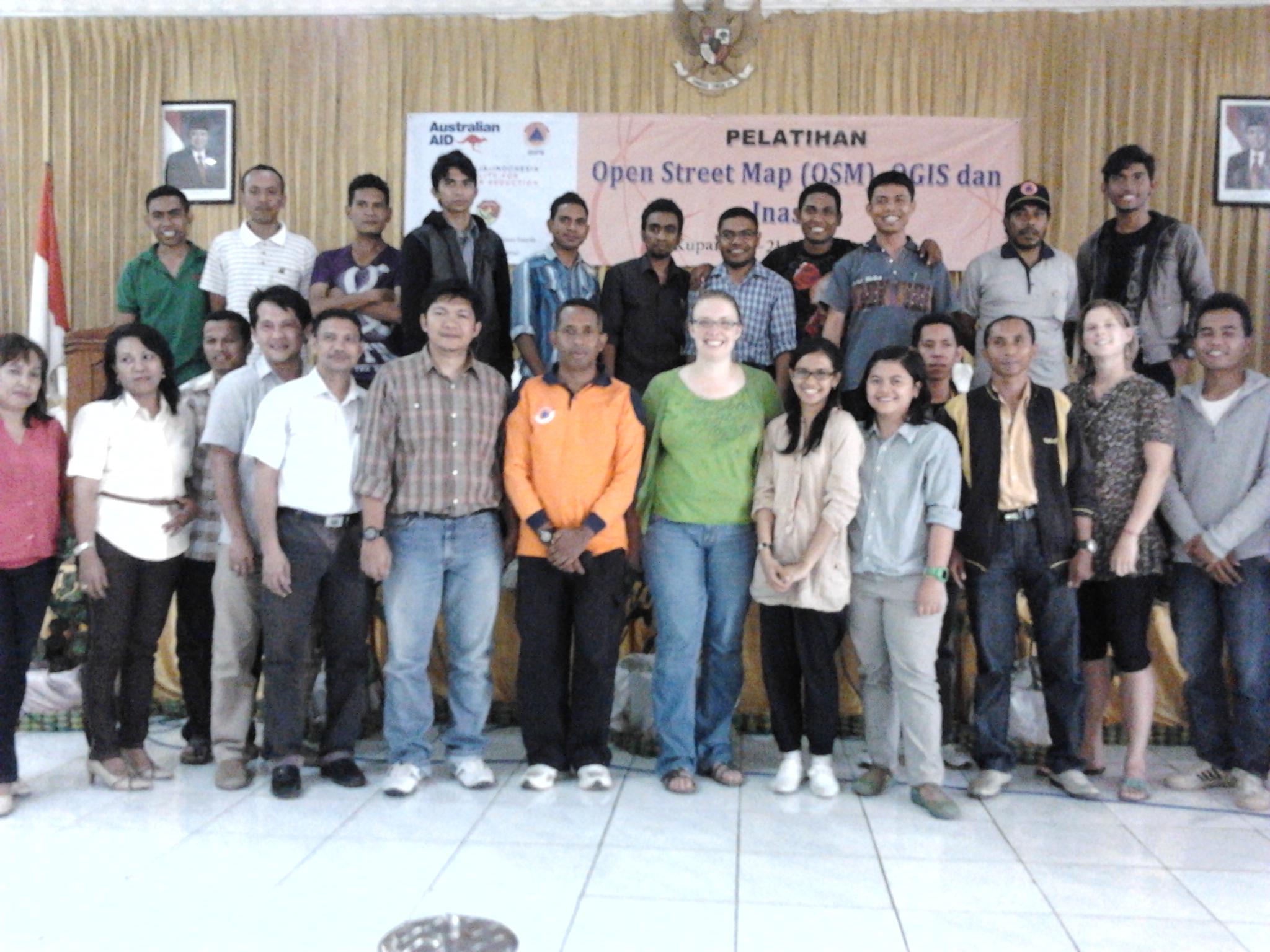 Foto Bersama Para peserta dan Trainer