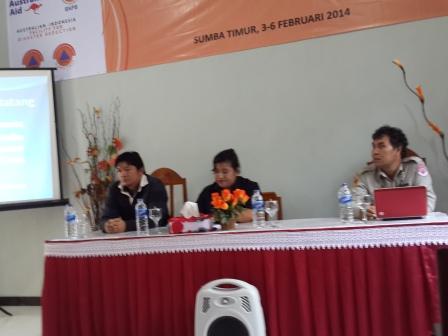 Pembukaan Pelatihan Analisa Risiko Bencana BPBD NTT (dari kiri ke kanan : Bapak Josua, Ibu Martina dan Bapak Sitos)