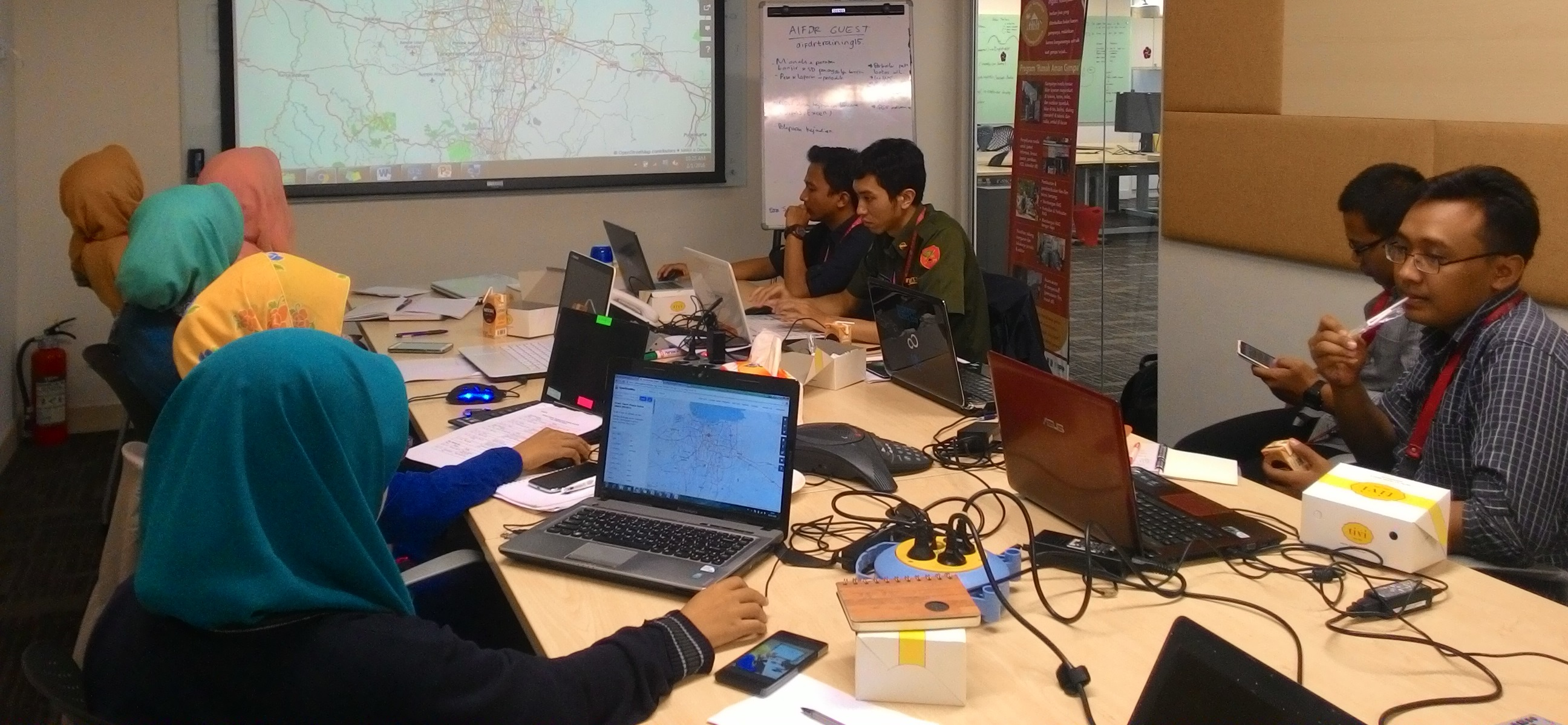 """Staff of Operation Control Centre (Pusdalops) BPBD DKI Jakarta attended a training """"The Use of OSM - QGIS - InaSAFE for Flood Response"""" in Disaster Managemet Innovation (DM Innovation) office"""